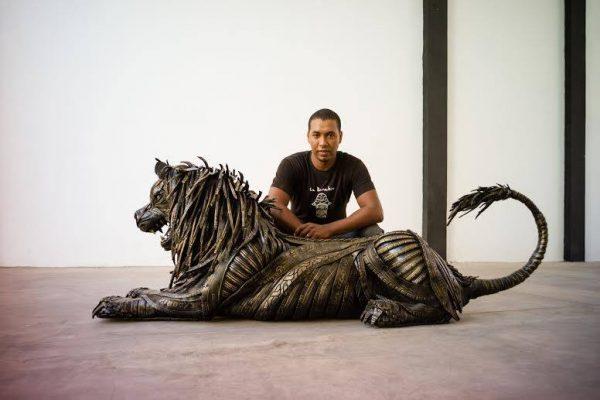 Lahcen Iwi Sculpture de pneus
